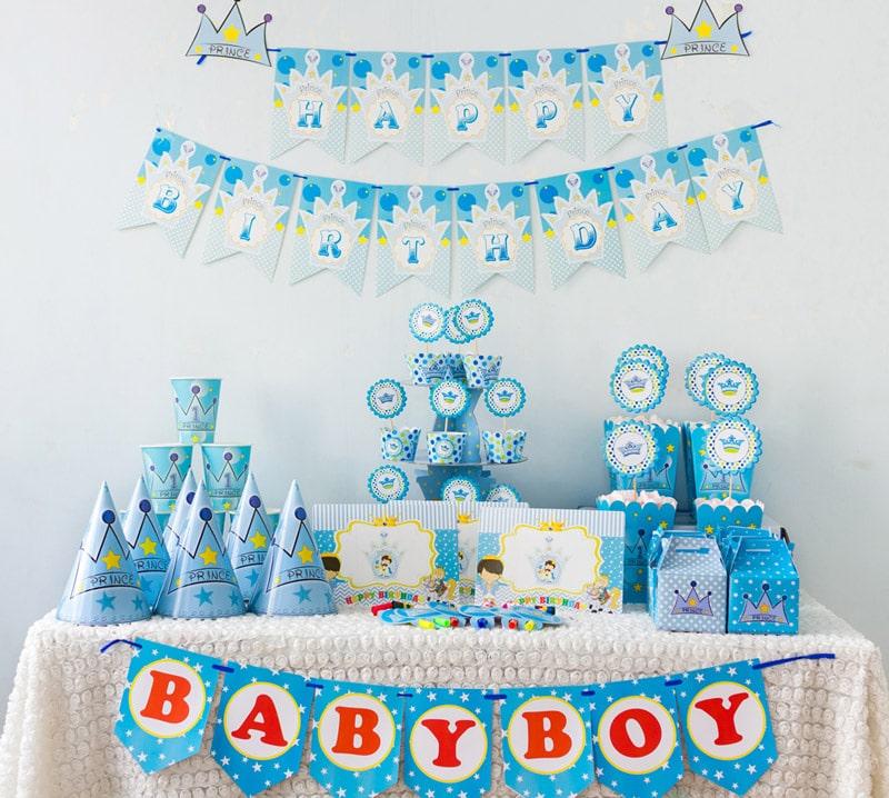 Bàn sinh nhật gam màu xanh cho bé trai