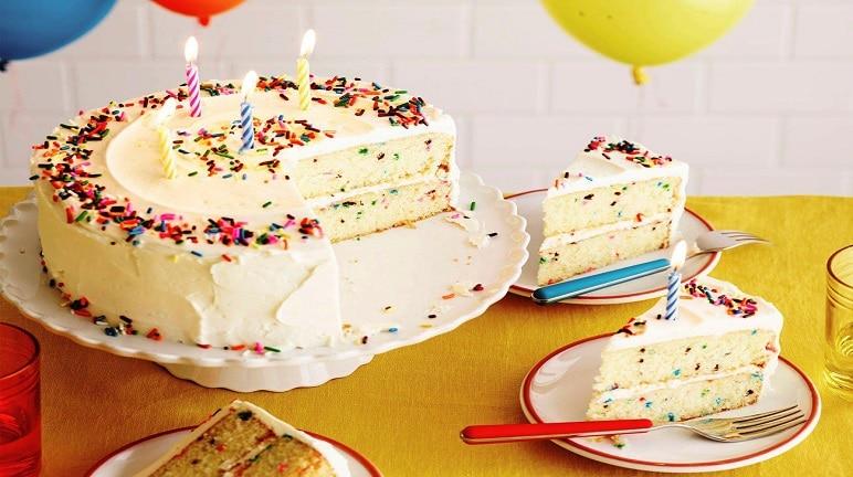 Quà tặng sinh nhật bằng bánh kem