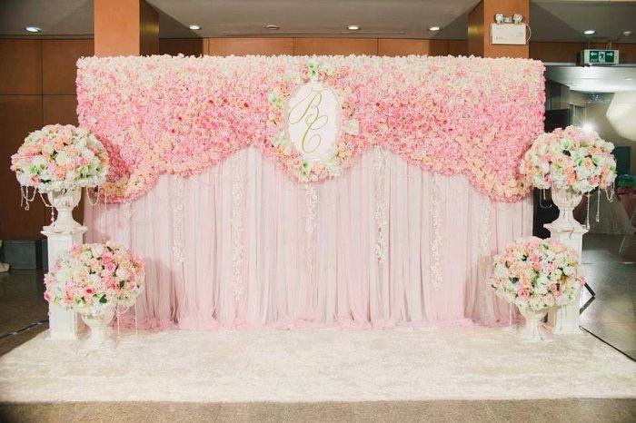 Trang trí Backdrop với nền vải lụa