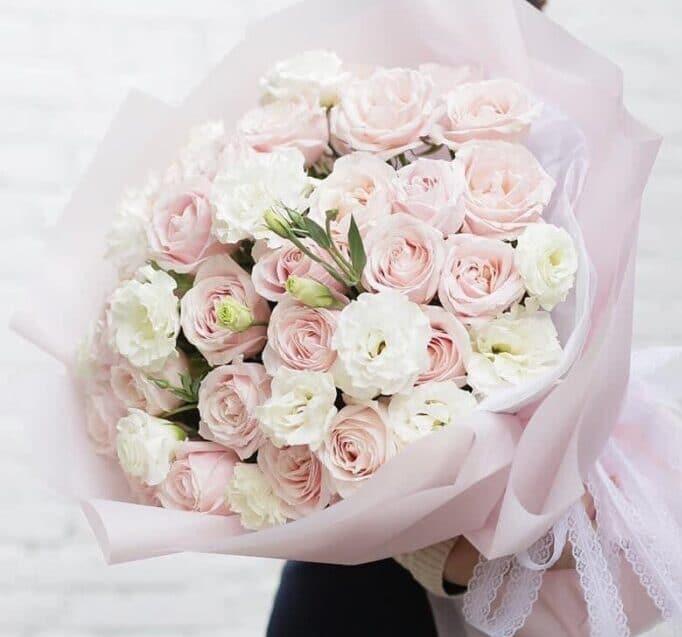 Ban mai với mẫu hoa hồng Pastel