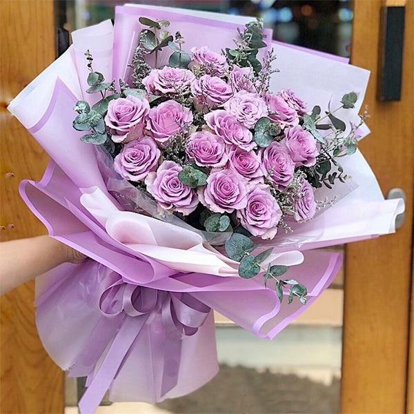 Ngày ngọt ngào cùng hoa hồng tím