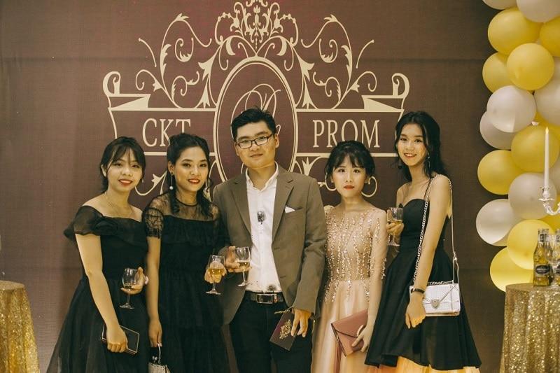 Tiệc prom dành cho những bạn học sinh cuối cấp