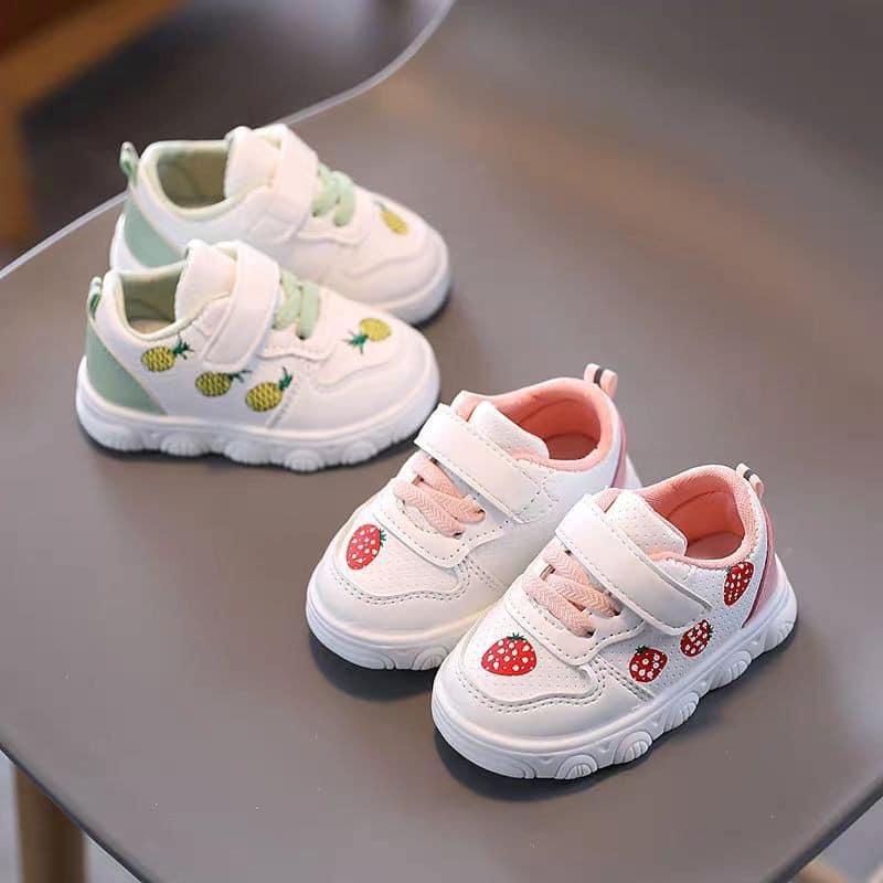 Giày đáng yêu tặng bé