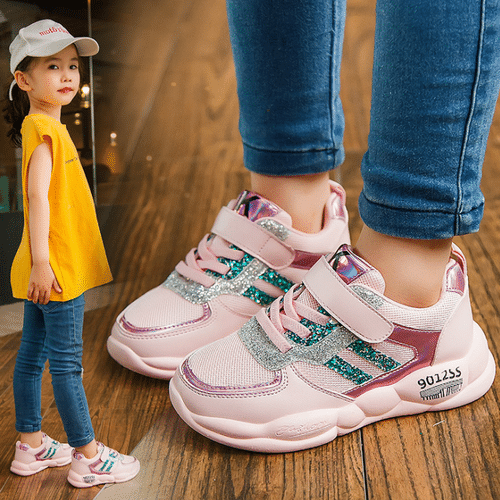 Một đôi giày sneaker đáng yêu