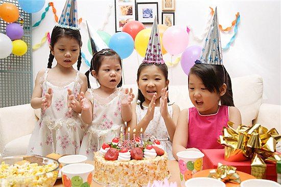 Bàn tiệc sinh nhật
