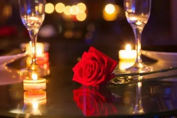 Kỷ niệm 100 ngày yêu nhau tặng gì cho người yêu