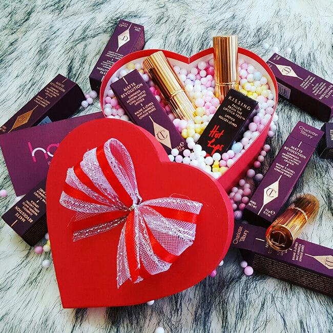 Son môi là món quà mà các bạn gái thích nhất