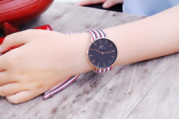 Tặng đồng hồ đeo tay