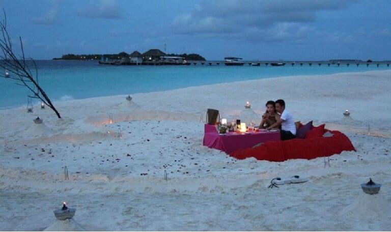 Mừng sinh nhật vợ lãng mạn bên bờ biển